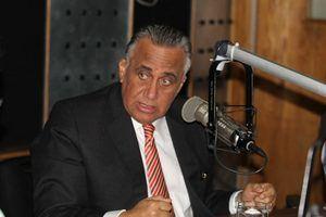 Luis Mejía Oviedo.