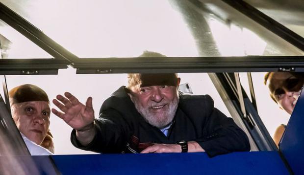 Lula mantiene silencio sobre prisión tras segunda noche en el sindicato