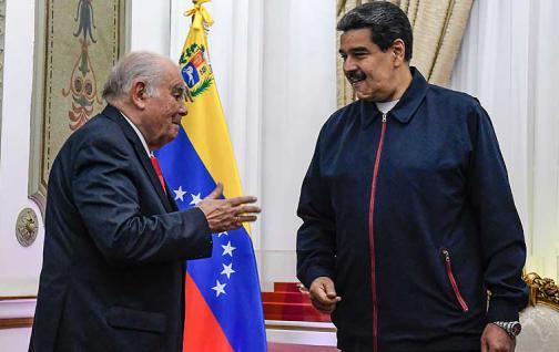Maduro se reúne en Caracas con el asesor de la UE para la crisis venezolana.