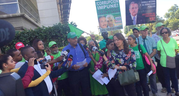 El movimiento Marcha Verde acudió hoy a la Procuraduría General de la República (PGR) para conocer el estado de varias denuncias de corrupción.