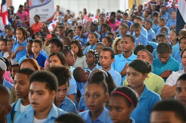 Ministro de Educación recuerda que docencia reinicia mañana tras vacaciones