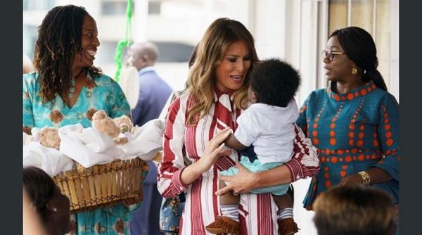 Melania Trump llega a Ghana, primera escala de su gira por África