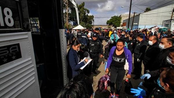 Nuevo gobierno de México busca tomar control de caravana en Tijuana