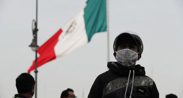 Salud y economía peligran en México tras dos meses de primer caso de COVID-19
