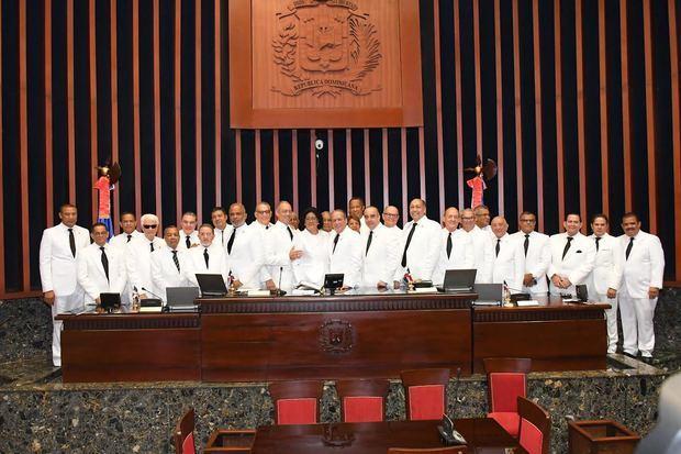 El Senado de la República dejó instalado este viernes su Bufete Directivo para el período legislativo 2019 - 2020.