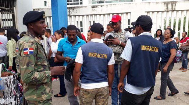 Migración detiene más de mil extranjeros durante intervención en 8 provincias