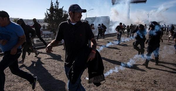 Gases lacrimógenos empleados ante migrantes centroamericanos
