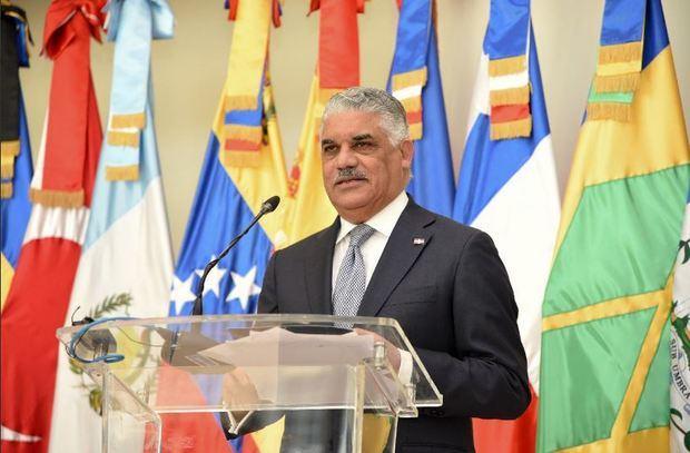 Canciller dominicano se reúne con representantes de compañías colombianas