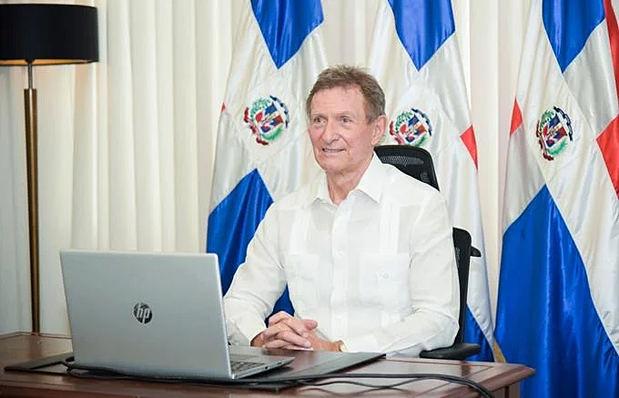 Álvarez asegura que su gestión no ha hecho negocios con empresa de sobrino