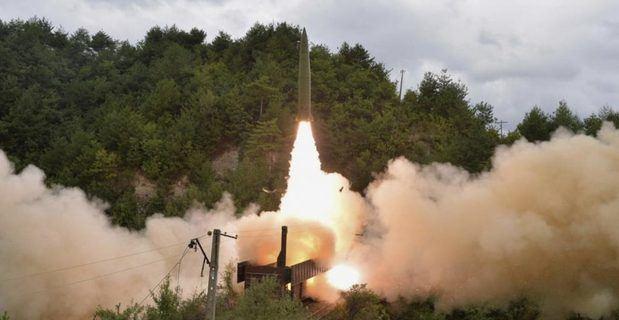 Corea del Norte lanza un misil sin identificar hacia el mar de Japón.