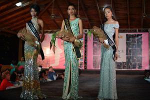 Seline Santos (en el centro) resultó ganadora del certamen