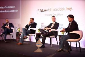 Panelistas Yaqui Núñez del Risco, Sumeet Jain, Pablo Ignacio García y Manuel A. Grullón Hernández