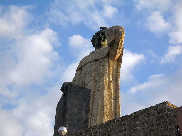 Monumento Fray Antonio de Montesinos.