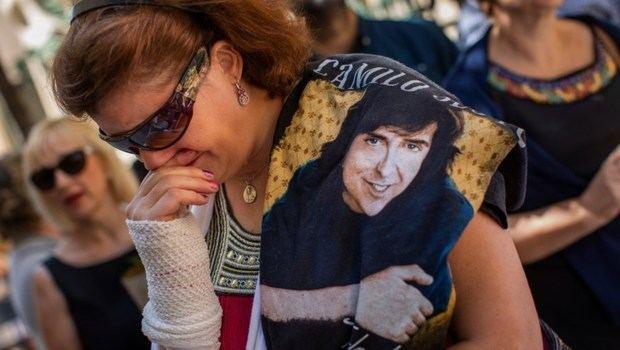 Cientos de personas dan su último adiós a Camilo Sesto en la capilla ardiente