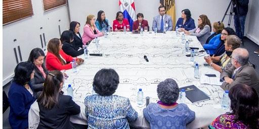 Mujeres intiman al PLD y PRM para que den cumplimiento a la cuota de género.