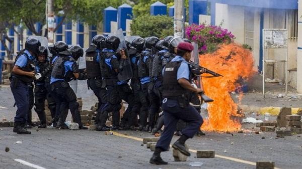 Grupo de estudiantes nicaragüenses, asediados en iglesia por