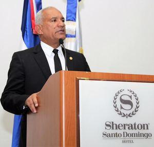El presidente del Colegio de Notarios, Pedro Rodríguez Montero, se dirige a los presentes en la asamblea de ese gremio profesional.