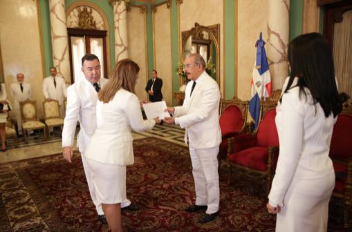 La ceremonia, que tuvo lugar a las 11:00 de la mañana en el Salón de Embajadores del Palacio Nacional.