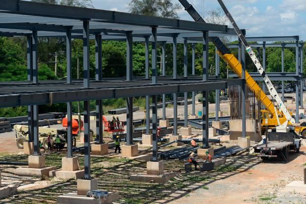 Denuncian continúa construcción terminal de autobuses pese a prohibición