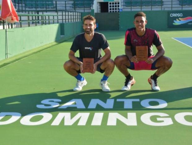 Olivares alza título en dobles de la segunda semana del M15 Santo Domingo.