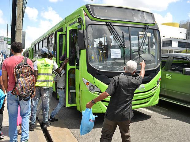 La OMSA higieniza sus autobuses y distribuye información sobre coronavirus