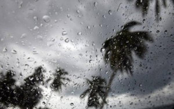 Activa onda tropical y vaguada mantiene en alerta a varias provincias.