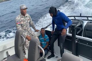 Armada dominicana socorre hombre que cayó al mar Caribe en Santo Domingo Este