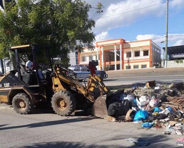 Ayuntamiento Municipal de Boca Chica elimina miles de toneladas de desechos sólidos.