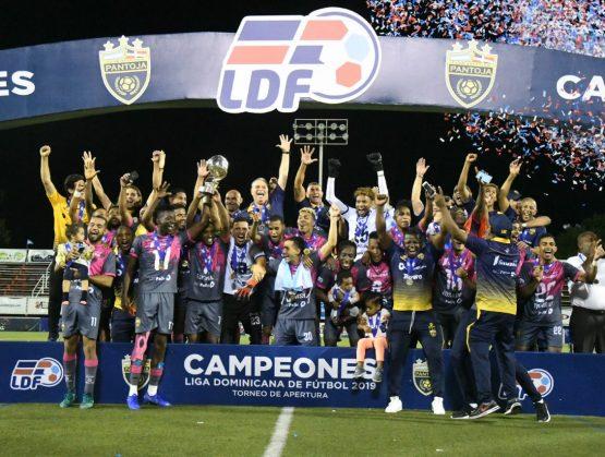 El Pantoja domina en penales para ser el gran campeón del fútbol dominicano.