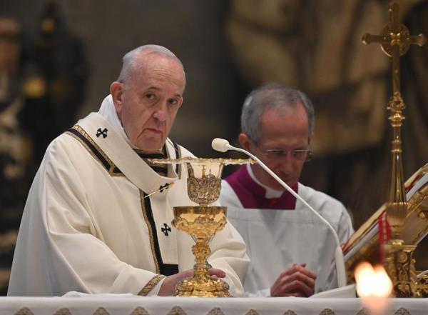 El papa pide a los políticos que busquen el bien del país y no el de su partido