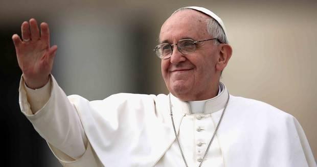 El papa Francisco se da su primer baño de multitudes en Colombia
