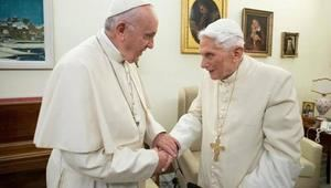 Papa Francisco y Benedicto XVI.