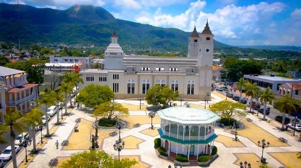 Cámara de Comercio de Puerto Plata entrega documentación a Alcaldía municipal