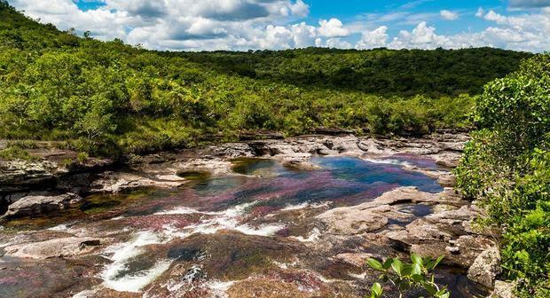La Sierra de La Macarena comprende un sistema montañoso perteneciente al Escudo Guyanés, ubicado al este de la Cordillera de los Andes.
