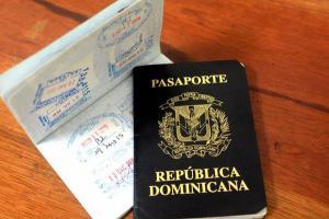 Nuevo pasaporte incluye imágenes de rosa de Bayahibe y el árbol de ébano