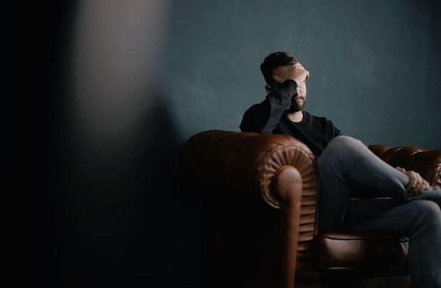 Algunos estudios demuestran que estilos emocionales negativos pueden afectar nuestro sistema inmunológico, dejándonos más expuestos al ataque de virus y bacterias.