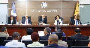 Junta Central Electoral (JCE) en la audiencia pública con los partidos, agrupaciones y movimientos políticos reconocidos del país.