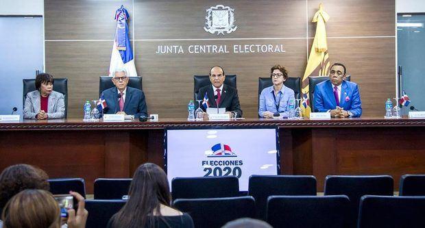 Junta Central Electoral (JCE) aprobó este lunes extender los plazos para el conocimiento de solicitudes de fusiones, alianzas o coaliciones y para la presentación de propuestas de candidaturas.