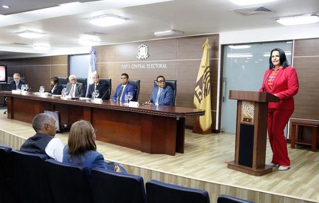 El Pleno de la Junta Central Electoral (JCE) realizó este martes una Audiencia Pública con los delegados de los partidos, agrupaciones y movimientos políticos reconocidos.