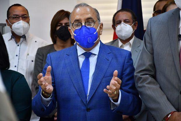 ministro de Salud Pública, Plutarco Arias.