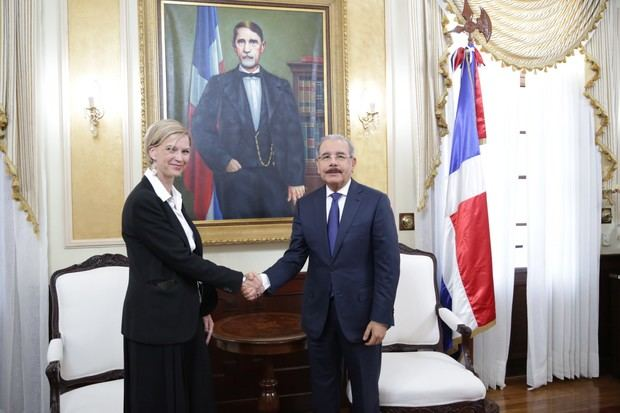 El presidente Danilo Medina recibió hoy en su despacho del Palacio Nacional a la nueva representante en el país del Programa de las Naciones Unidas para el Desarrollo, PNUD, Inka Matiza.