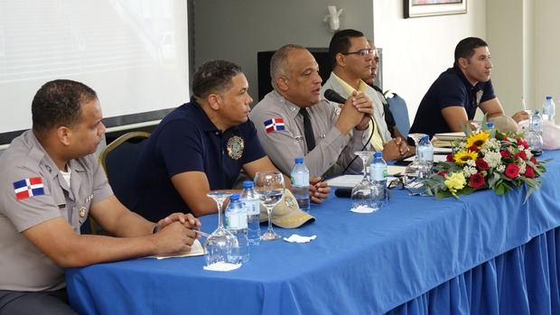 El director Central Antinarcóticos, Dican, de nuestra Policía Nacional, encabezó este domingo una reunión en el Club para Oficiales con el personal de ese organismo antidrogas.