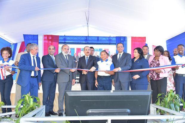 Presidente Medina entrega Politécnico ITLA en La Caleta, con disponibilidad de 34 aulas para 910 estudiantes.