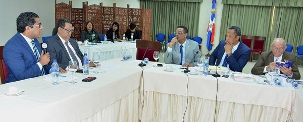Comisión Bicameral que estudia Ley de Presupuesto 2019 escucha posición de FENABANCA
