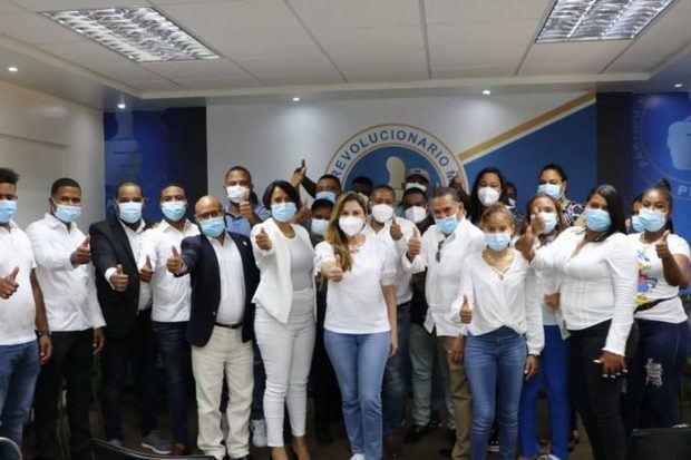 21 altos dirigentes abandonan el PLD y PRSC en Elías Piña, Bánica y Pedro Santana se juramentan en el PRM