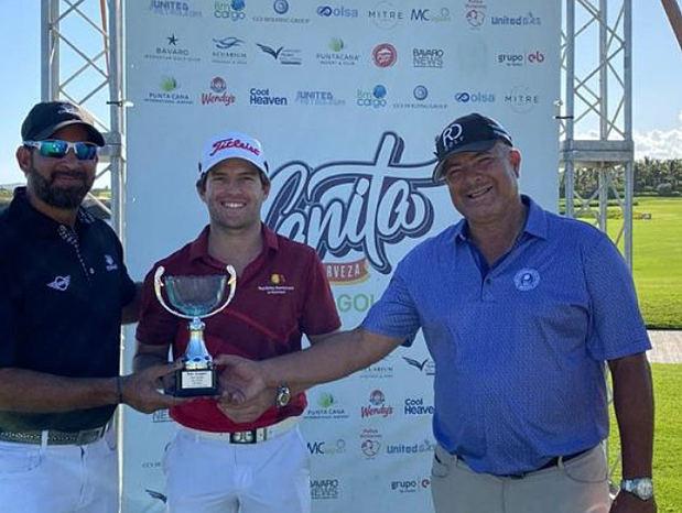Willy Pumarol gana cuarta parada de golf en Punta Cana.