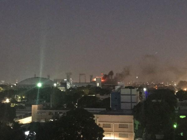Un incendio destruye parte del estadio Quisqueya de esta capital