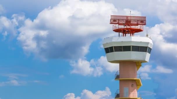 Un nuevo radar reforzaría la seguridad operacional del sistema aeronáutico.