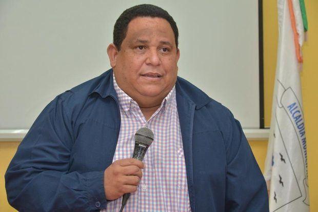 Presidente de Fedomu afirma más de 100 alcaldes respaldan reelección Medina