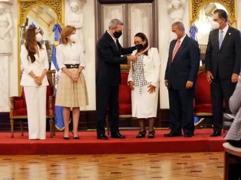 Presidente Abinader entrega Premio Nacional a la Calidad del Sector Público.